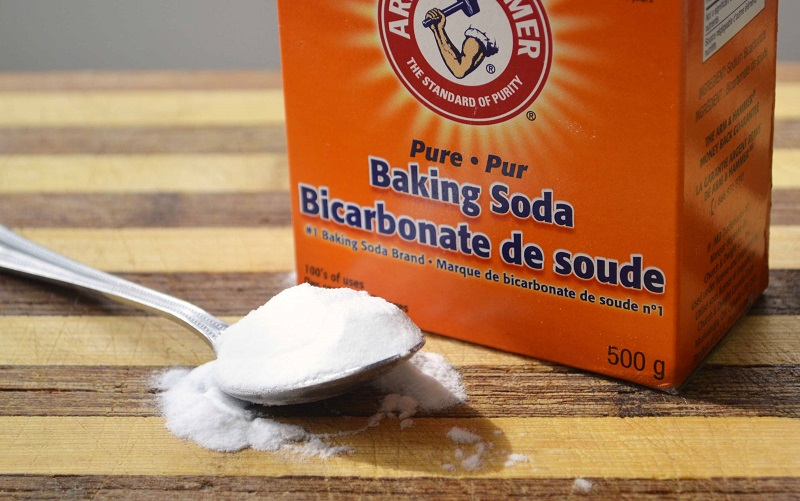 loai-bo-vet-o-bang-baking-soda