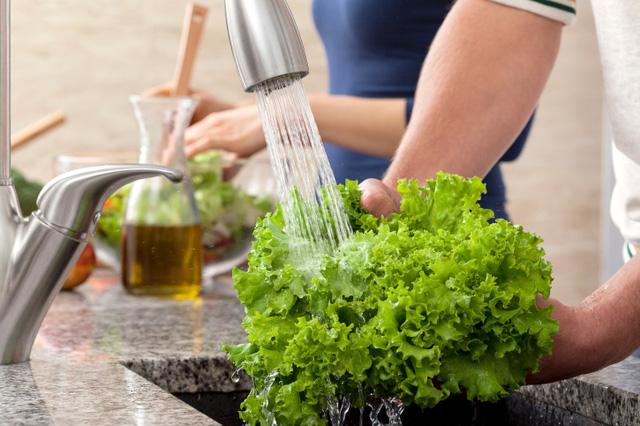 Nguyên tắc giúp chị em nội trợ rửa sạch rau